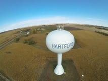Flyg- sikt av det lantliga vattentornet Arkivfoto