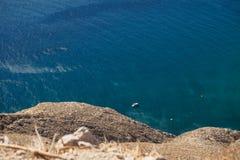 Flyg- sikt av det lilla fartyget på havsyttersidan Fotografering för Bildbyråer