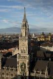 Flyg- sikt av det nya stadshuset av Munich Royaltyfri Bild