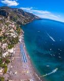 Flyg- sikt av det Positano fotoet, härlig medelhavs- by på den Amalfi kusten Costiera Amalfitana, bästa ställe i Italien, lopp arkivbilder