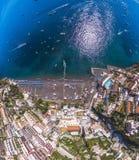Flyg- sikt av det Positano fotoet, h?rlig medelhavs- by p? den Amalfi kusten Costiera Amalfitana, b?sta st?lle i Italien, lopp arkivbild