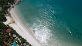 Flyg- sikt av det tropiska havet för öfrikändblått Royaltyfri Foto