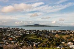 Flyg- sikt av Devonport förort, Auckland Arkivfoton