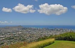 Flyg- sikt av Diamondhead, Kapahulu, Kahala, Stilla havet som beskådas från Tantalus utkik på Oahu royaltyfri fotografi