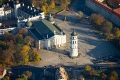 Flyg- sikt av domkyrkafyrkanten av Vilnius Arkivfoton