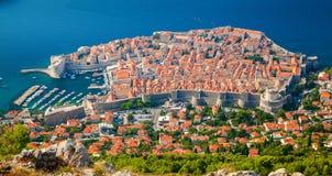 Flyg- sikt av Dubrovnik den medeltida gamla staden royaltyfri fotografi