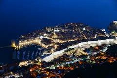 Flyg- sikt av Dubrovnik, Kroatien vid natt Royaltyfri Foto