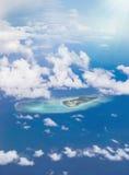 Flyg- sikt av en ö av den Okinawan skärgården i Japan Arkivbild