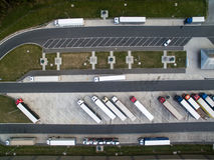 Flyg- sikt av en bussstation Royaltyfria Bilder