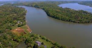 Flyg- sikt av en flod amerikansk liggande USA 4K lager videofilmer