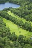Flyg- sikt av en golfbana Fotografering för Bildbyråer