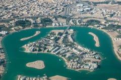 Flyg- sikt av en ö i Doha Arkivbilder