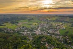 Flyg- sikt av en liten tysk stad i saxony fotografering för bildbyråer