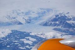 Flyg- sikt av en massiv glaciär Arkivfoto