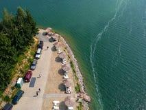 Flyg- sikt av en ponton på en sjö arkivfoton