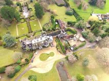 Flyg- sikt av ett engelskt landsgods i västra Sussex royaltyfri fotografi