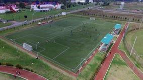 Flyg- sikt av ett fotbollfält Arkivfoto