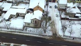 Flyg- sikt av ett privat hus i bostadsområde stock video