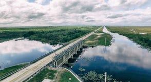 Flyg- sikt av Everglades väg, Florida - USA arkivbild