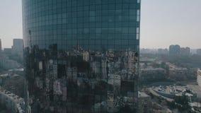 Flyg- sikt av exponeringsglasskyskrapan i Kiev lager videofilmer