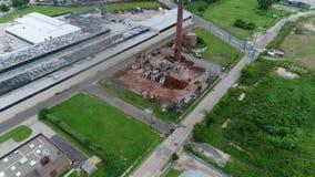 Flyg- sikt av fabriksbyggnad som demoleras lager videofilmer