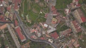 Flyg- sikt av fjärdedelarna av Naples Flyg av surret över de smala gatorna och husen av den spanska fjärdedelen stock video