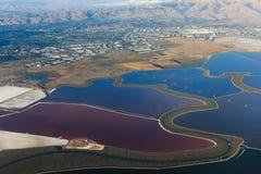Flyg- sikt av fjärden, staden och berg i San Jose California fotografering för bildbyråer