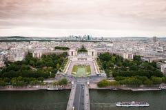Flyg- sikt av floden Seine, stället du Trocadero och Laförsvar från Eiffeltorn france paris Arkivfoton