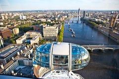 Flyg- sikt av flodThemsen i det London ögat Fotografering för Bildbyråer