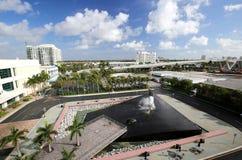 Flyg- sikt av Fort Lauderdale Convention Center och portEvergladesområde Royaltyfri Fotografi