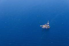 Flyg- sikt av frånlands- Jack Up Drilling Rig Royaltyfri Bild