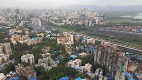 Flyg- sikt av framkallande förorter för nytt infrastrukturkomplex av Mumbai Royaltyfria Bilder