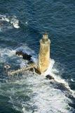 Flyg- sikt av fyren på havet som omges av vatten på den Maine kustlinjen, söder av Portland Royaltyfria Foton