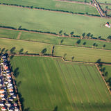 Flyg- sikt av gräsplanfält och lutningar Royaltyfri Bild
