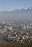 Flyg- sikt av Grenoble och Isere River Arkivbild