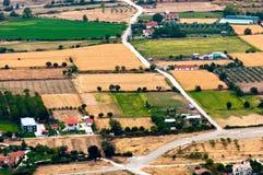 Flyg- sikt av gröna fält Arkivfoton