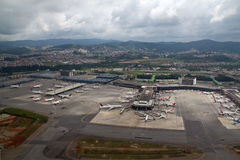 Flyg- sikt av GRU-flygplatsen royaltyfria bilder