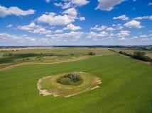 Flyg- sikt av härlig grön jordbruksmark med blå himmel/Tyskland Arkivfoton