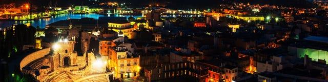 Flyg- sikt av hamnstaden Cartagena i Spanien med den berömda roman amfiteatern royaltyfria bilder