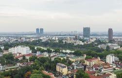 Flyg- sikt av Hanoi cityscape på skymning Visning från gatan för Ly Thuong Kiet, söder av Hoan Kiem sjön Arkivbild