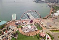 Flyg- sikt av Hong Kong Observation Wheel och nöjesfältet för ungar i ferie och loppbegrepp stad Hong Kong downtown royaltyfri foto