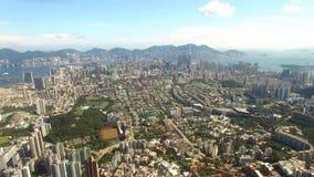 Flyg- sikt av Hong Kong Scene med Victoria Harbour i solig dag lager videofilmer