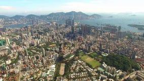 Flyg- sikt av Hong Kong Scene med Victoria Harbour i solig dag arkivfilmer