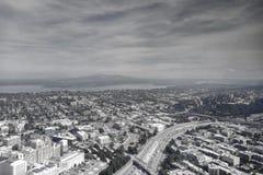 Flyg- sikt av horisonten för Seattle den i stadens centrum stadsmitt, Washington, USA royaltyfri foto