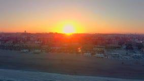 Flyg- sikt av horisonten på solnedgången från den Malvarrosa stranden i Valencia spain lager videofilmer