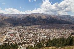 Flyg- sikt av Huaraz, Peru Arkivfoton