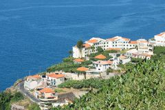 Flyg- sikt av hus längs kustlinjemadeiraön Fotografering för Bildbyråer