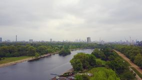 Flyg- sikt av Hyde Park i London stock video