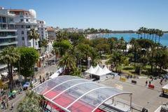 Flyg- sikt av ingången till den Cannes festivalen arkivfoton