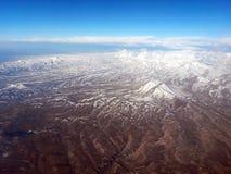 Flyg- sikt av Iran nära tabriz visninghögländer och moln Arkivbild